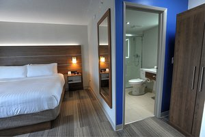 Room - Holiday Inn Express Hotel & Suites Airport West Mississauga