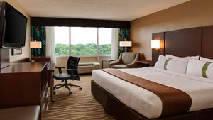 Room - Holiday Inn Hotel & Suites Overland Park
