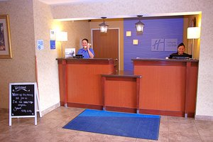 Lobby - Holiday Inn Express Hotel & Suites Fort Pierre