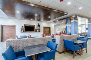 Lobby - Holiday Inn Express Hotel & Suites Atchison