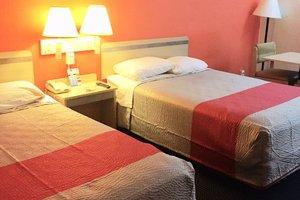 Room - Red Carpet Inn Gibbstown