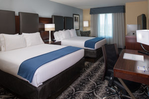 Room - Holiday Inn Express Hotel & Suites Airport KC