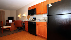- Candlewood Suites Airport Kansas City