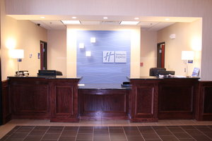 Lobby - Holiday Inn Express Hotel & Suites Pratt