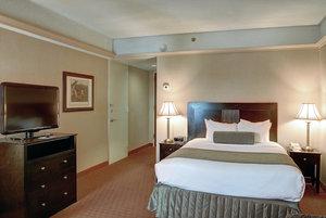 Room - Crowne Plaza Hotel Pittsfield