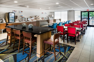 Restaurant - Holiday Inn Express Hotel & Suites Belmont