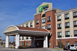 Exterior view - Holiday Inn Express Hotel & Suites Pratt