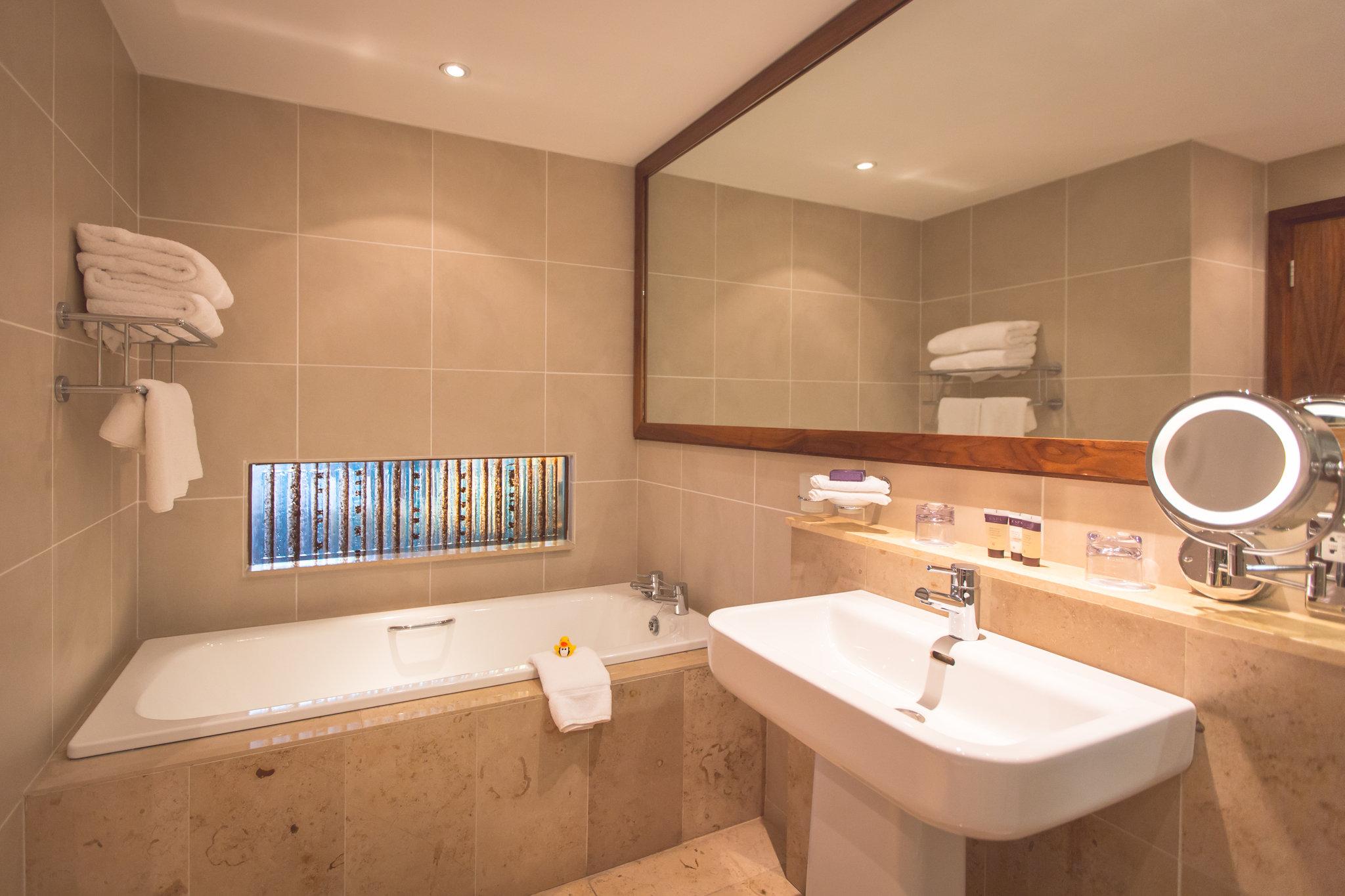 Executive Super King Room Bathroom