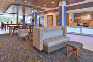 Lobby - Holiday Inn Express Hotel & Suites Carter Lake