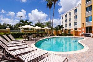 Pool - Holiday Inn Express Doral