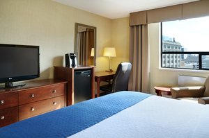 Room - Holiday Inn Hotel & Suites Downtown Winnipeg