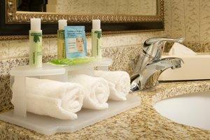 - Holiday Inn Express Arlington Blvd Fairfax