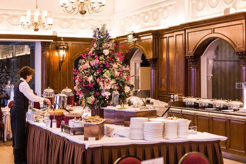 Oak Restaurant Buffet