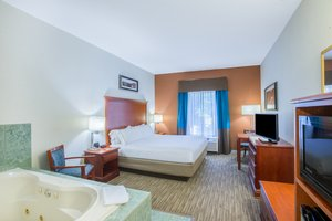 Suite - Holiday Inn Express Hotel & Suites Brattleboro