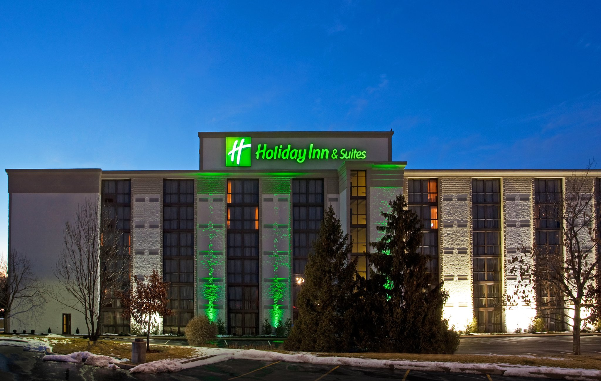 Holiday Inn & Suites CINCINNATI-EASTGATE (I-275E)