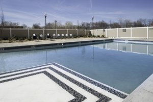 Pool - Crowne Plaza Hotel Saddle Brook