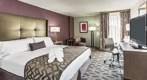 Room - Crowne Plaza Hotel Saddle Brook