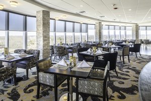 Restaurant - Crowne Plaza Hotel Saddle Brook