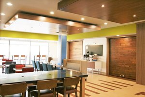 Restaurant - Holiday Inn Express Hotel & Suites Clarion