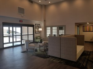 Lobby - Holiday Inn Express & Suites Northeast Columbia