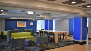 Lobby - Holiday Inn Express Hotel & Suites Concord