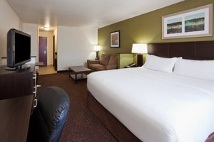 Suite - Holiday Inn Express Hotel & Suites Aberdeen