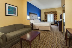 Suite - Holiday Inn Express Tower Center
