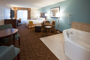 Suite - Holiday Inn Express Hotel & Suites St Cloud