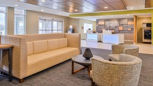 Lobby - Holiday Inn Express Hotel & Suites Parkersburg