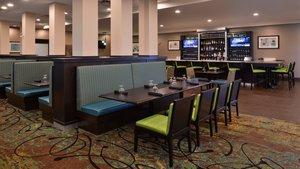 Restaurant - Holiday Inn Hotel & Suites Nisku