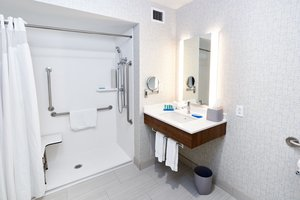- Holiday Inn Express Hotel & Suites Dieppe