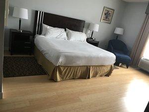 Room - Holiday Inn Express Bentleyville