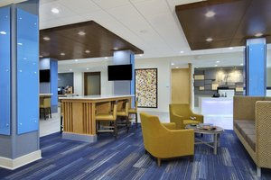 Lobby - Holiday Inn Express Hotel & Suites Lake Charles