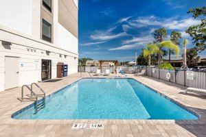 Pool - Holiday Inn Express Hotel & Suites South Lakeland