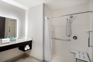 - Holiday Inn Express Hotel & Suites South Lakeland