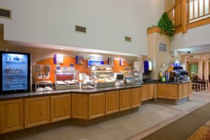 Restaurant - Holiday Inn Express Hotel & Suites Carneys Point