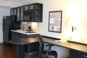Room - Candlewood Suites Northeast Wichita