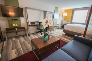 Suite - Holiday Inn Express Hotel & Suites Entrance Airport Miami