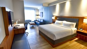 Suite - Holiday Inn Express Hotel & Suites Vaudreuil