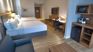 - Holiday Inn Express Hotel & Suites Vaudreuil