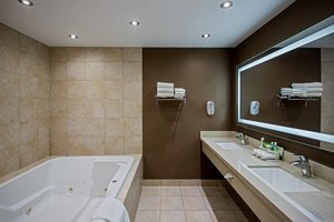 - Holiday Inn Express Hotel & Suites Downtown Regina