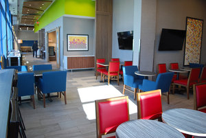 Lobby - Holiday Inn Express Vancouver Airport