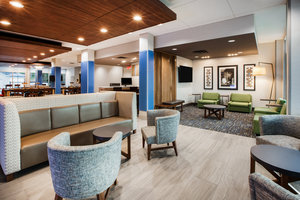 Lobby - Holiday Inn Express Hotel & Suites Woodstock