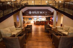 Bar - Split Rock Resort Lake Harmony