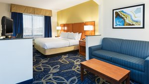 Suite - Holiday Inn Express Hotel & Suites Midland
