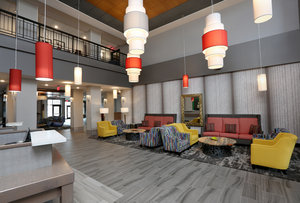 Lobby - Holiday Inn & Suites Airport Sioux Falls