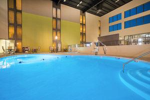 Pool - Holiday Inn PA Turnpike Morgantown