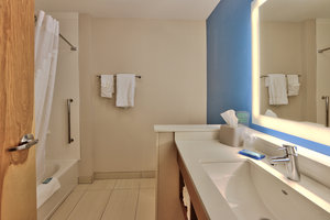 - Holiday Inn Express Hotel & Suites Roswell