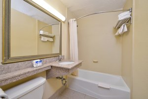 - Red Carpet Inn Newark Airport Irvington