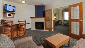 Suite - Holiday Inn Express Hotel & Suites Lethbridge